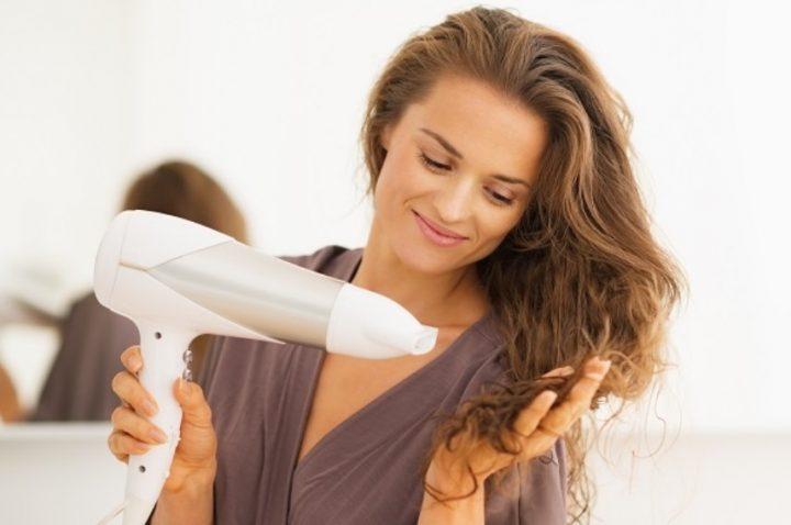 7 Συμβουλές για να μην ταλαιπωρείς τα μαλλιά σου στο πιστολάκι!