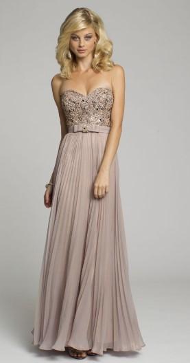Τα ανοιχτόχρωμα φορέματα τραβούν τα μάτια λόγω της φωτεινής και ρομαντικής  τους φύσης. Αν αγαπάς τα παλ χρώματα 08db8ebc7d0