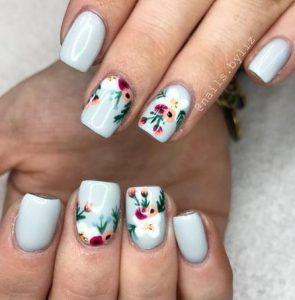 pastel galazio floral manicure