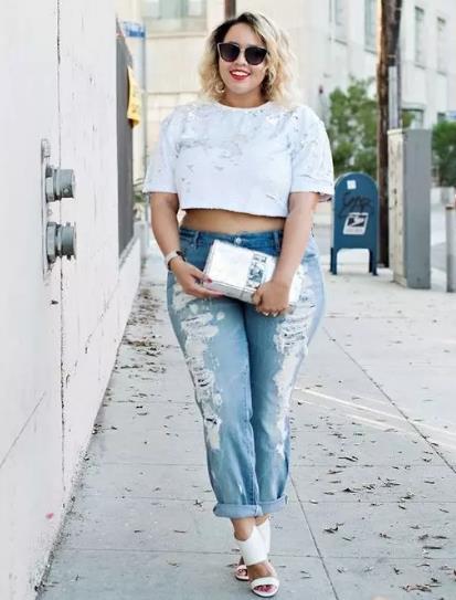 ff9a91f07935 Οι μπλούζες που θα σε κάνουν να δείχνεις πιο ψηλή και αδύνατη είναι οι πιο  κοντές μπλούζες. Συνήθως οι κοπέλες με καμπύλες δεν τις επιλέγουν γιατί ...