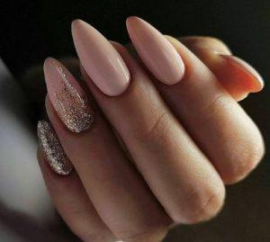 roz glitter manicure