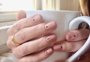 γυναικεία μίνιμαλ νύχια