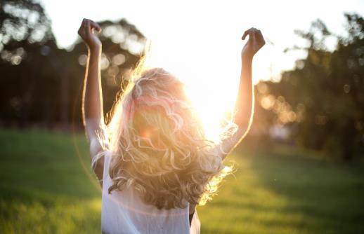 γυναίκα στο φως του ήλιου