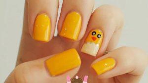 κιτρινα νυχια με κοτοπουλακι