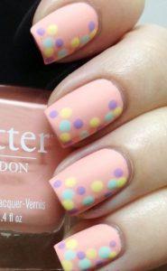 ροζ νυχια με πουα πολυχρωμα σχεδια