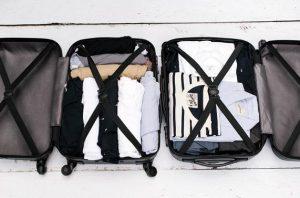 ρούχα σε βαλίτσα