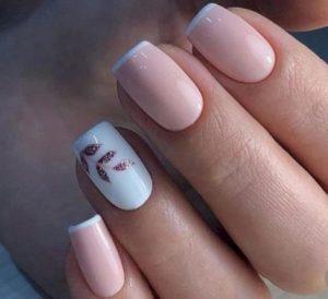 ροζ γυναικεία νύχια