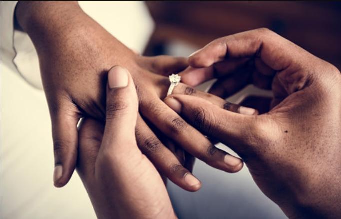 35 Μοναδικές βέρες γάμου και μονόπετρα για όλα τα γούστα!