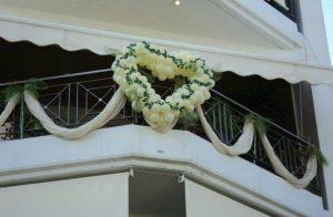 πρασινα λευκα μπαλονια διακοσμηση μπαλκονι καρδια