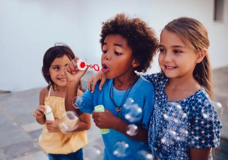 δώρα για παιδιά που θα τα κάνουν χαρούμενα