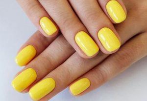 κίτρινο μανικιούρ