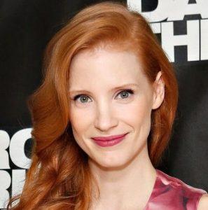 μελί κόκκινα μαλλιά με ανάλαφρες μπούκλες