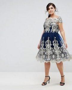 μπλε φόρεμα με λευκή δαντέλα