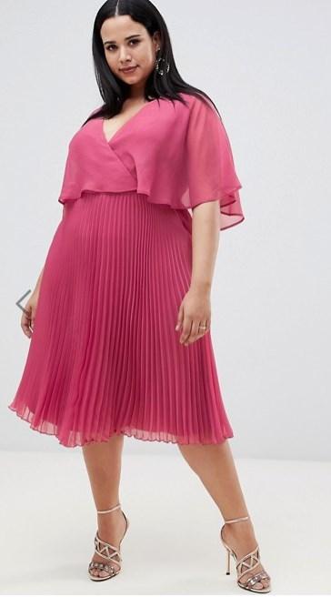 e191b04313 ... εγκύους που θέλουν να δείχνουν κομψές είναι τα midi φορέματα με λούκια  και με top από διαφάνεια. Άκρως δροσερό και ρομαντικό για μια τέτοια  περίσταση.