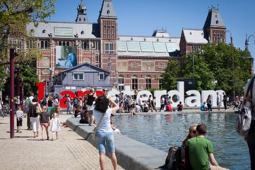 αμστερνταμ καλοκαίρι τουρίστες κόσμος πλήθος πόλεις αποφύγεις καλοκαίρι