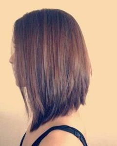 ασύμμετρα γυναικεία μαλλιά που είναι πιο μακριά στο μπροστινό μέρος