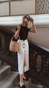 άσπρη μακριά φούστα με μαύρα κουμπιά