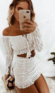 καλοκαιρινό ντύσιμο με λευκή φούστα