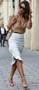 ντύσιμο για το γραφείο με λευκή φούστα