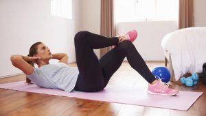 γυναίκα κάνει γυμναστική
