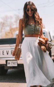 καθημερινό ντύσιμο με άσπρη φούστα