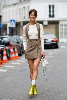 καλτσάκι αστραγάλου μποτάκι φόρεμα τάσεις 80s επιστρέψει