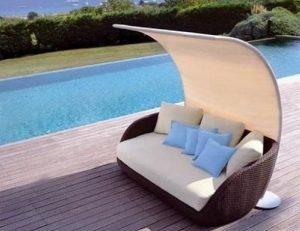 καναπές αυλή σκίαστρο