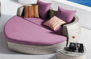 καναπές σε σχήμα καρδιάς