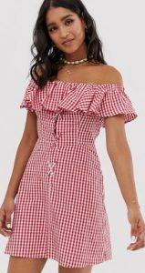 καρό φόρεμα με έξω τους ώμους και λεπτομέρειες στο στήθος