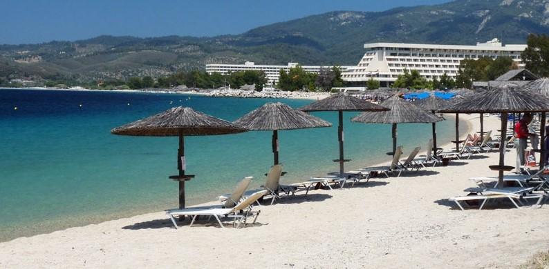 νέος μαρμαράς πόρτο καρράς kohi beach bar ξαπλώστρα θάλασσα