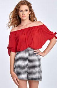 κόκκινη γυναικεία μπλούζα με έξω τους ώμους