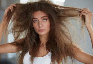 ξηρά φριζαρισμένα μαλλιά