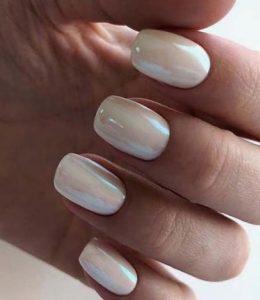 εντυπωσιακά και μοντέρνα λευκά νύχια για το καλοκαιρινό μανικιούρ