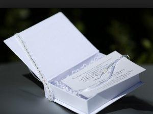 λευκο ορθογωνιο κουτακι προσκλητηριο γαμου