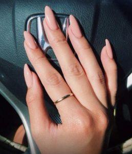 Nude μακριά νύχια