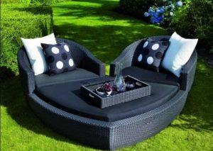 μαύρος καναπές διακόσμηση κήπου
