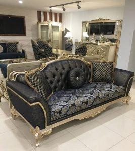μαύρος τριθέσιος εμπριμέ καναπές