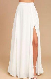 μακριά φούστα με σκίσιμο στο πλάι