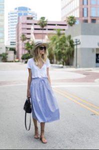 μίντι φούστα γαλάζια t-shirt ντυθείς καλοκαίρι γραφείο