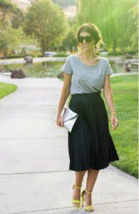 μίντι φούστα μαύρη t-shirt ντυθείς καλοκαίρι γραφείο