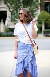 μίντι φούστα μπλε βολάν t-shirt ντυθείς καλοκαίρι γραφείο