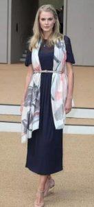 γυναικείο φόρεμα μέτριου μήκους