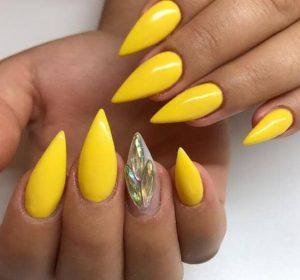 μυτερά κίτρινα νύχια