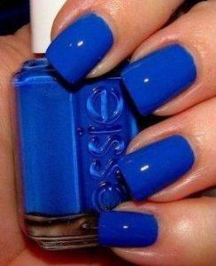 μανικιούρ με μπλε χρώμα