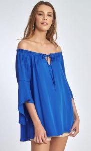 μπλε μακριά μπλούζα με έξω τους ώμους