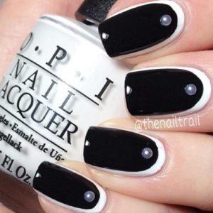 μαύρα νύχια με σχέδιο