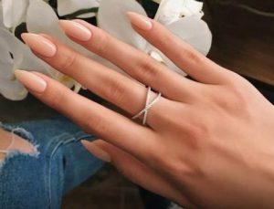 μυτερά γυναικεία νύχια σε Nude απόχρωση