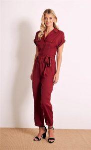 ολόσωμη φόρμα κόκκινη μπορντό πέδιλα ντυθείς καλοκαίρι γραφείο