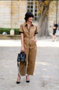 ολόσωμη φόρμα μπεζ μαύρη γόβα πέδιλα ντυθείς καλοκαίρι γραφείο