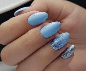γυναικεία νύχια σε οβάλ σχήμα